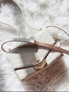 Chanel 仙女奶白 信封復古金釦 牛皮耐操質感報表