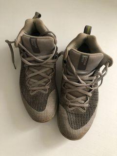 Sepatu basket nike zoom rev