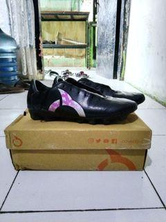 Sepatu bola ortuseight horizon black