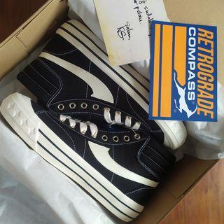 Sepatu Compass retro hi bw size 40 BNIB