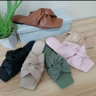 Wholesale /reseller are welcome ladies twist strap slipon sandals