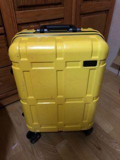 國外買回行李箱