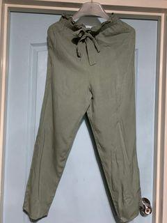 Divided by H&M pants ( garterized waist) in sage color