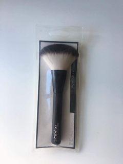 Loreal Paris Infaillible Powder Brush