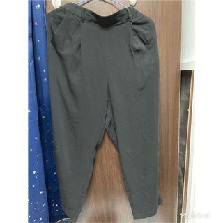 GU黑色寬褲