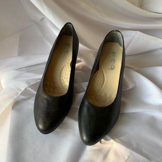 上班適合穿的低跟包鞋