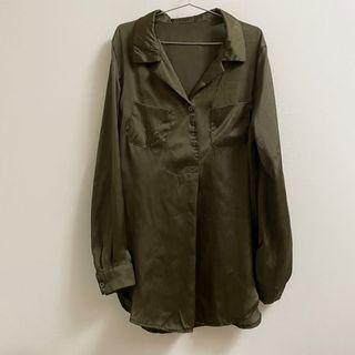 軍綠光澤緞布長袖襯衫