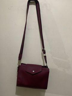 Parisian sling body bag deep red