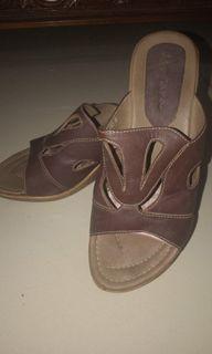 Sandal Wedges Coklat Tua