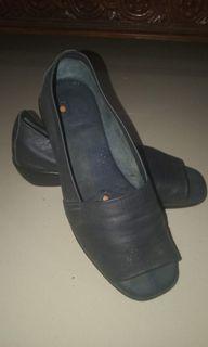 Sepatu Kulit Biru Navy