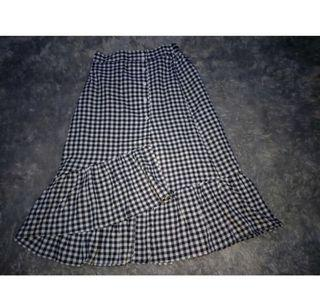 Plaid black and white skirt