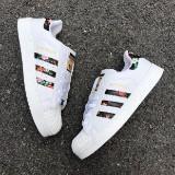 sneakers.mic